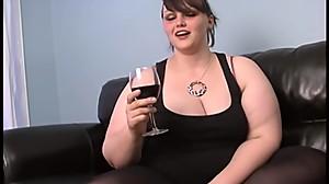 Milla M. se entona con una copa de vino