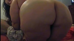 Sexy BBW rips HUGE NASTY FART