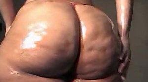 Ms.BoomBoom - Oiled Up Christmas Booty