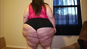 Sexy BBW Shakes It More